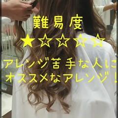 デート セミロング くるりんぱ ヘアアレンジ ヘアスタイルや髪型の写真・画像