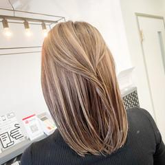 ベージュ ミディアム 外国人風カラー 3Dハイライト ヘアスタイルや髪型の写真・画像