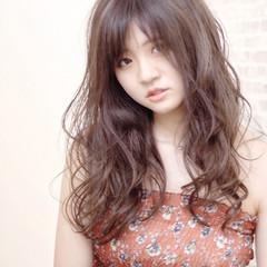 ロング バレイヤージュ インナーカラー ナチュラル ヘアスタイルや髪型の写真・画像