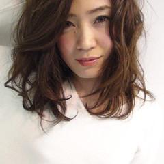 パーマ くせ毛風 ミディアム エレガント ヘアスタイルや髪型の写真・画像