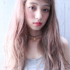 ロング ブリーチ 透明感 ナチュラル ヘアスタイルや髪型の写真・画像