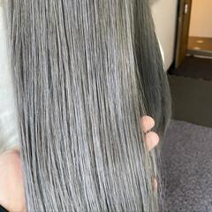 セミロング シルバーアッシュ シルバー ブリーチカラー ヘアスタイルや髪型の写真・画像