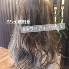 シルバーアッシュ アッシュグレージュ エレガント 透明感 ヘアスタイルや髪型の写真・画像