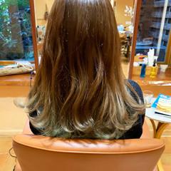 フェミニン セミロング インナーカラー ヘアスタイルや髪型の写真・画像