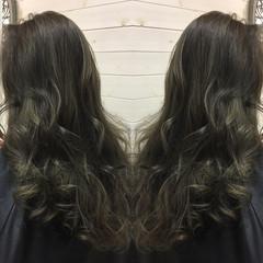 グラデーションカラー ロング ナチュラル アッシュ ヘアスタイルや髪型の写真・画像