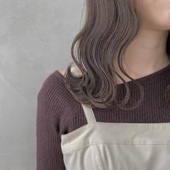 ナチュラル ミディアム グレーアッシュ 透明感カラー ヘアスタイルや髪型の写真・画像
