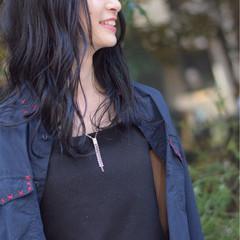 セミロング 抜け感 シースルーバング ウェーブ ヘアスタイルや髪型の写真・画像