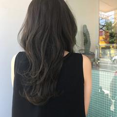 オフィス セミロング ブルーアッシュ イルミナカラー ヘアスタイルや髪型の写真・画像