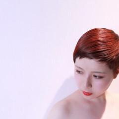 刈り上げ ショート レッド オレンジ ヘアスタイルや髪型の写真・画像