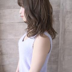 極細ハイライト ナチュラル 似合わせカット ミディアム ヘアスタイルや髪型の写真・画像