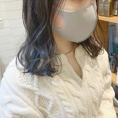 アッシュグレー 透明感 ナチュラル ミディアム ヘアスタイルや髪型の写真・画像