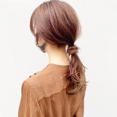 ローポニーテール ピンクベージュ ポニーテール ロング ヘアスタイルや髪型の写真・画像