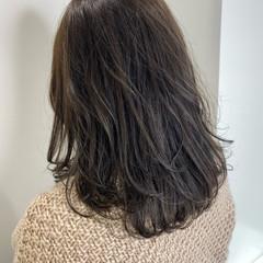 ミディアム グレージュ ミルクティーベージュ ベージュ ヘアスタイルや髪型の写真・画像