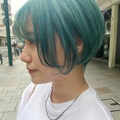 ショートボブ インナーカラー ショートヘア ナチュラル ヘアスタイルや髪型の写真・画像