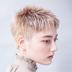グラデーションカラー ベージュ ブリーチ かっこいい ヘアスタイルや髪型の写真・画像