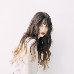 ハイトーンカラー ロング ブリーチカラー バレイヤージュ ヘアスタイルや髪型の写真・画像