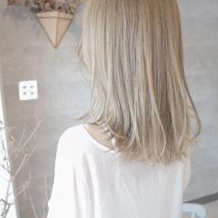 ダブルブリーチ エレガント セミロング ホワイトベージュ ヘアスタイルや髪型の写真・画像