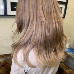 セミロング ハイトーンカラー 艶カラー ブリーチカラー ヘアスタイルや髪型の写真・画像
