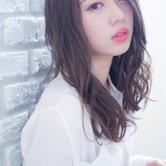 外国人風 フェミニン 色気 セミロング ヘアスタイルや髪型の写真・画像