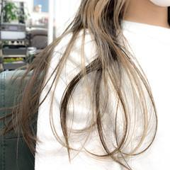 インナーカラー 簡単スタイリング 透明感 ロング ヘアスタイルや髪型の写真・画像