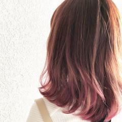 ミディアム デート グラデーションカラー ガーリー ヘアスタイルや髪型の写真・画像