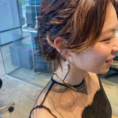 セミロング ロープ編みアレンジヘア ふわふわヘアアレンジ エレガント ヘアスタイルや髪型の写真・画像