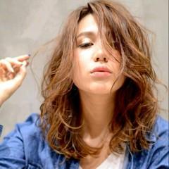 パーマ ハイライト ゆるふわ こなれ感 ヘアスタイルや髪型の写真・画像