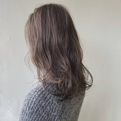 ナチュラル イルミナカラー セミロング 波ウェーブ ヘアスタイルや髪型の写真・画像