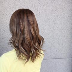 セミロング ハイライト ゆるふわ ストリート ヘアスタイルや髪型の写真・画像