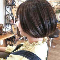 グレージュ ダブルカラー ナチュラル ボブ ヘアスタイルや髪型の写真・画像