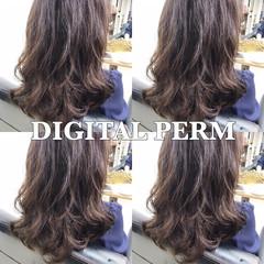 フェミニン オフィス デジタルパーマ 外国人風 ヘアスタイルや髪型の写真・画像
