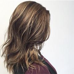 グレージュ グラデーションカラー ハイライト 外国人風 ヘアスタイルや髪型の写真・画像