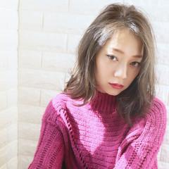 耳かけ 透明感カラー ストリート 大人女子 ヘアスタイルや髪型の写真・画像
