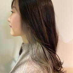 インナーカラーグレージュ シルバーグレー シルバーアッシュ インナーカラーシルバー ヘアスタイルや髪型の写真・画像