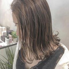 ヘアアレンジ セミロング ナチュラル 外国人風 ヘアスタイルや髪型の写真・画像