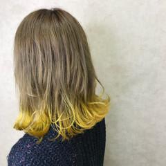 ダブルカラー 外ハネ ブリーチ ストリート ヘアスタイルや髪型の写真・画像