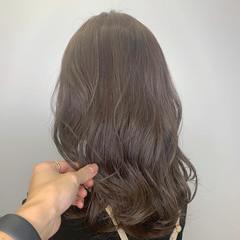 デート ナチュラル ベージュ オフィス ヘアスタイルや髪型の写真・画像