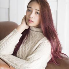 フェミニン セミロング ダブルカラー ベリーピンク ヘアスタイルや髪型の写真・画像