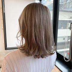 ベージュ ミディアム レイヤーカット グレージュ ヘアスタイルや髪型の写真・画像
