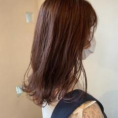 ピンクカラー ナチュラル ピンクブラウン セミロング ヘアスタイルや髪型の写真・画像