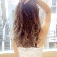 セミロング グラデーションカラー ゆるふわ 外国人風 ヘアスタイルや髪型の写真・画像