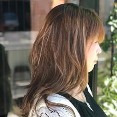 透明感 アウトドア オフィス ナチュラル ヘアスタイルや髪型の写真・画像
