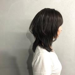 ミディアム ウルフカット ナチュラル マッシュ ヘアスタイルや髪型の写真・画像