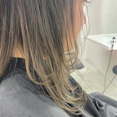 ミディアム レイヤーカット グレージュ ブリーチカラー ヘアスタイルや髪型の写真・画像