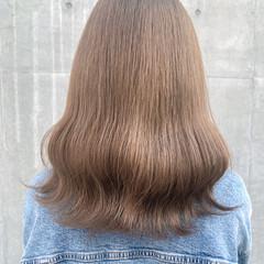 ミディアム ハイトーンカラー ミルクティーベージュ シアーベージュ ヘアスタイルや髪型の写真・画像