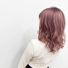 コテ巻き ブリーチ ハイトーン フェミニン ヘアスタイルや髪型の写真・画像