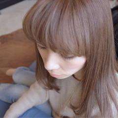 ベージュ セミロング 夏 春 ヘアスタイルや髪型の写真・画像