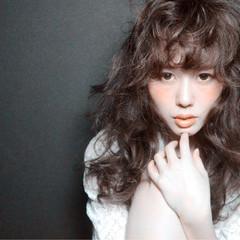 外国人風 前髪あり ガーリー パーマ ヘアスタイルや髪型の写真・画像