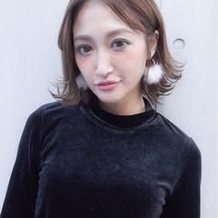 ミディアム 外ハネ 透明感 上品 ヘアスタイルや髪型の写真・画像