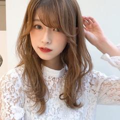 ミディアムレイヤー 小顔 オフィス デート ヘアスタイルや髪型の写真・画像